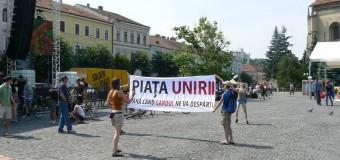 Clujenii deranjaţi de restricţionarea accesului în Piaţa Unirii nu renunţă la ideea unui protest