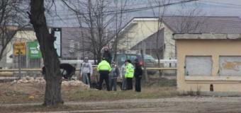 [Foto] Floreşti: Au încărcat o căruţă de cărămizi de pe terenul statului şi au plecat. Cine au fost?