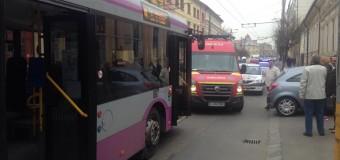Incident pe Moţilor. Mai mulţi călători au fost răniţi într-un autobuz după o frână bruscă