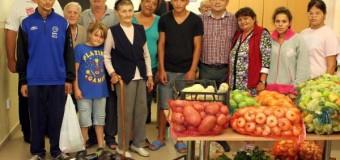 Emil Boc a dus produse alimentare pentru copiii din casele de copii şi persoanele fără adăpost
