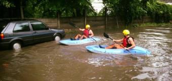 ISU Cluj a intervenit pentru degajarea apei acumulate în mai multe localități în urma ploilor abundente.