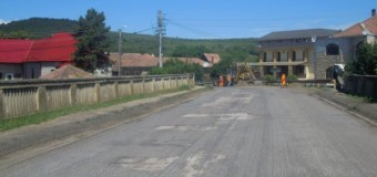 Se asfaltează DJ 107M, între Vlaha și Săvădisla. Lucrările pregătitoare au început.