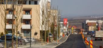 A început turnarea ultimului strat de asfalt pe strada Bună Ziua