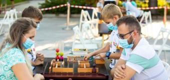 Caravana cu Jocuri-festival de joacă, carte și arte ajunge în Iulius Parc Cluj.