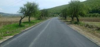 Se așterne asfalt pe drumul județean 109E Viile Dejului – Vad
