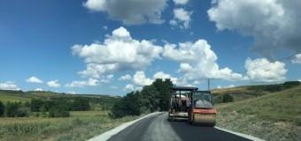 A început asfaltarea pe Drumul Bistriței DJ161G.