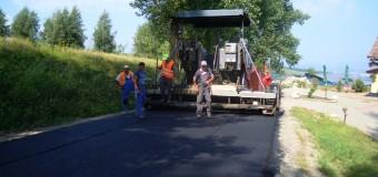 Se asfaltează drumul județean care duce spre pârtia de schi din Feleacu