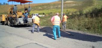 Se efectuează lucrări de întreţinere pe drumul județean 109C Cămărașu (DN 16) – Hodaie – Geaca