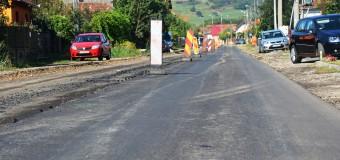 A început asfaltarea drumului județean paralel cu Autostrada Transilvaniei