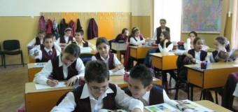 9 oferte de manuale pentru clasele I şi a II-a în licitaţia organizată de Ministerul Educaţiei