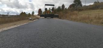 Consiliul Județean Cluj a demarat asfaltarea unui nou sector al drumului județean 107T, pe direcția Mărișel – Măguri Răcătău