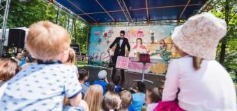 A treia ediție a festivalului LollyBoom s-a încheiat. Peste 50000 de participanți s-au reunit la eveniment.