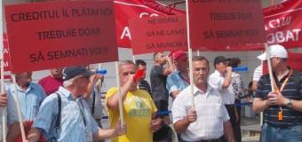 Angajaţii de la aeroport au protestat în faţa Consiliului Judeţean Cluj
