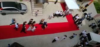 """Nuntă de pomină la Floreşti. Pe ritmuri de manele nuntaşii au aruncat cu bancnote de euro """"pentru primar"""""""