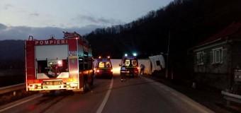 Accident grav între localitățile Poieni și Ciucea. Un autotren s-a rasturnat pe carosabil.