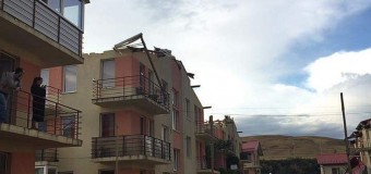 UPDATE: Prăpăd la Florești după furtună: au zburat acoperișuri de pe blocuri, mașini distruse