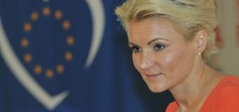 """Andreea Paul: """"Liderii unui partid de dreapta mare și unit rezolvă problemele societății!"""""""