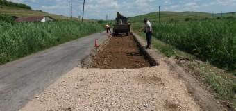 Se efectuează lucrări de întreţinere pe drumul judeţean DJ 161A Apahida – Cojocna