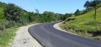 Au fost finalizate lucrările de asfaltare pe sectoare din DJ 107M .