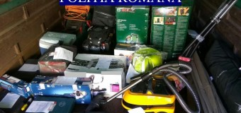 Percheziții la bărbații care au sustras zeci de bunuri prin înșelăciune dintr-un magazin din Florești