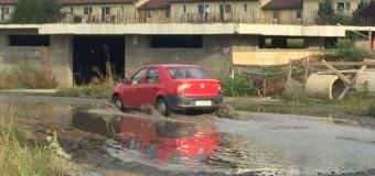 UPDATE [Foto] Situaţie complicată la Floreşti: Cetăţenii trăiesc cu rahatul sub nas, primarul are alte priorităţi.