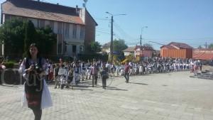 copii in portul traditional 1
