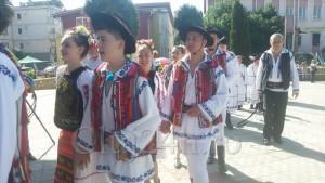 copii in portul traditional