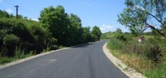 Au fost finalizate lucrările de asfaltare pe drumul județean Gherla – Nicula – Săcălaia