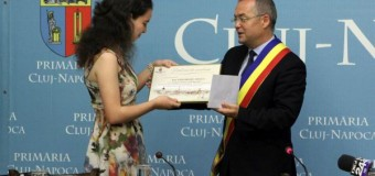 Premiu pentru eleva care a obținut nota 10 la examenul de Bacalaureat