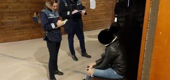 10 elevi depistați de polițiști la mall în timp ce ar fi trebuit să se afle la cursuri.