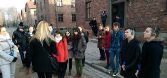 Elevi clujeni în vizită în infernul concentraționar nazist-lagărul de concentrare de la  Auschwitz-Birkenau.