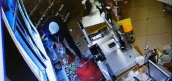 [Video] Baciu: Hoți din magazine reținuți de polițiști.