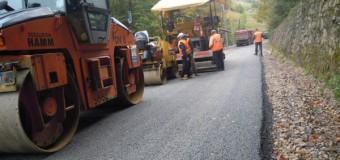 [Foto] RAADPP Cluj: Continuă lucrările la drumul judeţean Răchiţele-Ic Ponor