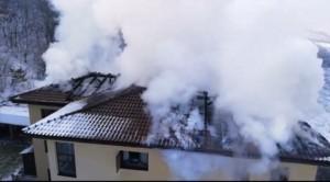 incendiu bloc Floresti