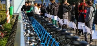 Reţeaua de staţii self service de închiriere de biciclete a fost lansată. Află detalii.