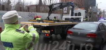 Primele mașini ridicate la Cluj-Napoca. A intrat în vigoare hotărârea privind ridicarea autovehiculelor staționate neregulamentar