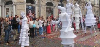 [Foto&Video] Super Parada Zilelor Clujlui a umplut Piaţa Unirii