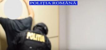 Percheziții la domiciliul unui bărbat care a furat 10 mii de lei dintr-o sală de jocuri. Polițiștii l-au reținut.