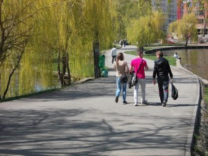 plimbare tineri