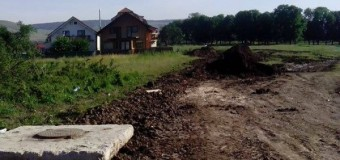 Floreşti: Şi-au făcut canalizarea pe terenul statului fără acord. Statul le cere să aducă terenul la forma iniţială