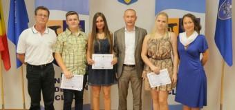"""Elevii Colegiul Economic """"Iulian Pop"""" Cluj-Napoca au fost premiaţi de Consiliul Judeţean"""
