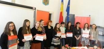 10 elevi de nota 10 au fost premiaţi astăzi, de E.ON România.