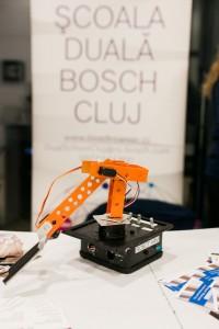 robot asamblat la targ