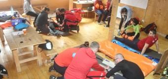 Curs medical specific activităţii de salvare montană derulat de Salvamont Cluj, la Doda Pilii