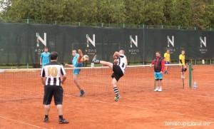 tenis cu piciorul 4