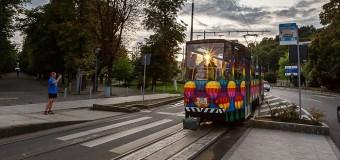 Al doilea tramvai colorat circulă, din această seară, pe străzile municipiului Cluj Napoca