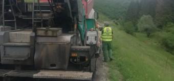 Pe drumul judeţean 103J Alunișu – Săcuieu – Vișagu lucrările au intrat în faza de asfaltare