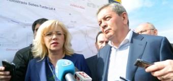 Comisarul european pentru politica regionala si ministrul transporturilor au vizitat santierul autostrazii Turda-Sebes