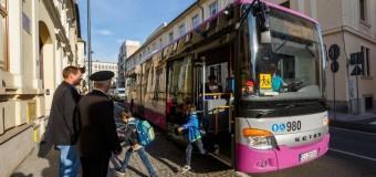 Cluj-Napoca: se reia transportul elevilor cu autobuze școlare.